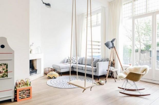 Altalene da interni appese ai soffitti o a travi di legno