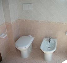 Mattonelle per il bagno - Rivestire le piastrelle del bagno ...