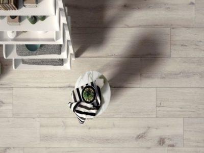 Pavimenti in ceramica effetto legno: perché sono differenti dai parquet?