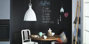 Read more about the article Pittura lavagna: come utilizzarla su un'intera parete o in cucina