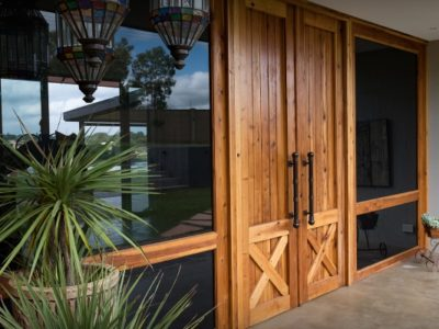 Come pulire le porte e le finestre in legno