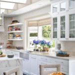 Prodotti e trucchi per pulire i mobili della cucina