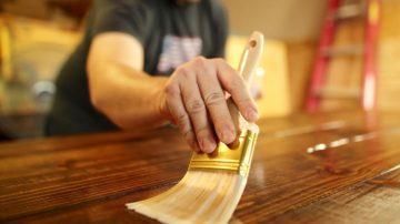 riverniciare un mobile di legno