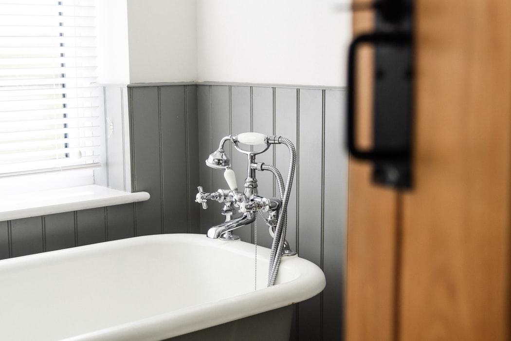 Read more about the article Arredamento, ecco il pezzo forte del 2020: la vasca da bagno